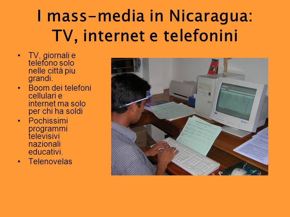 I mass-media in Nicaragua: TV, internet e telefonini TV, giornali e telefono solo nelle città piu grandi.