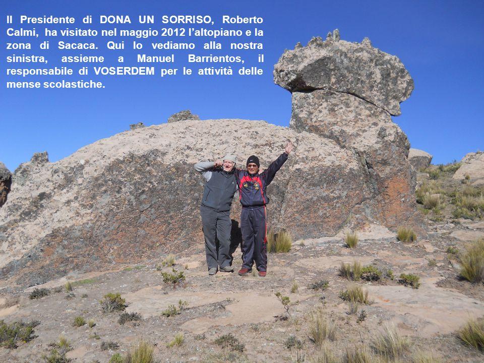 Il Presidente di DONA UN SORRISO, Roberto Calmi, ha visitato nel maggio 2012 l'altopiano e la zona di Sacaca. Qui lo vediamo alla nostra sinistra, ass