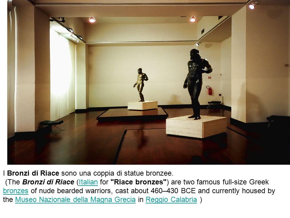 I Bronzi di Riace sono una coppia di statue bronzee. (The Bronzi di Riace (Italian for