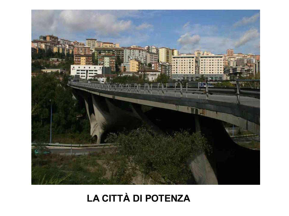 Potenza è il capoluogo di Regione più alto d Italia.capoluogoRegioneItalia D'autunno e d'inverno fa molto freddo in questa città.