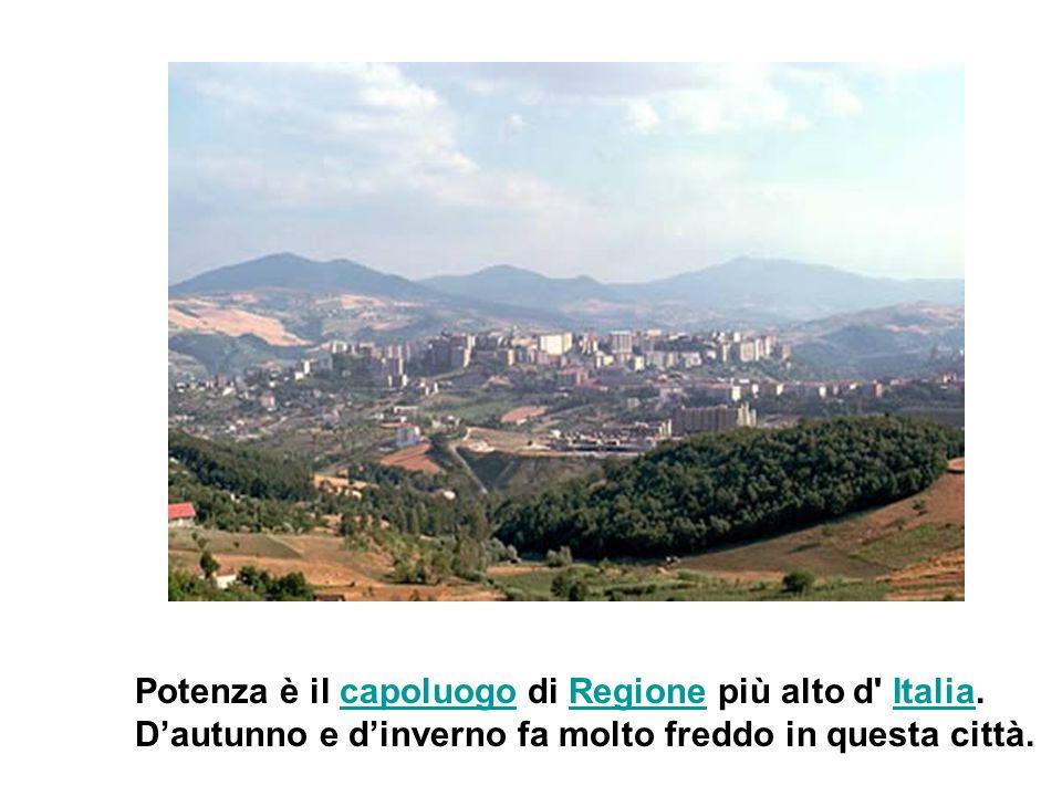 Potenza è il capoluogo di Regione più alto d' Italia.capoluogoRegioneItalia D'autunno e d'inverno fa molto freddo in questa città.