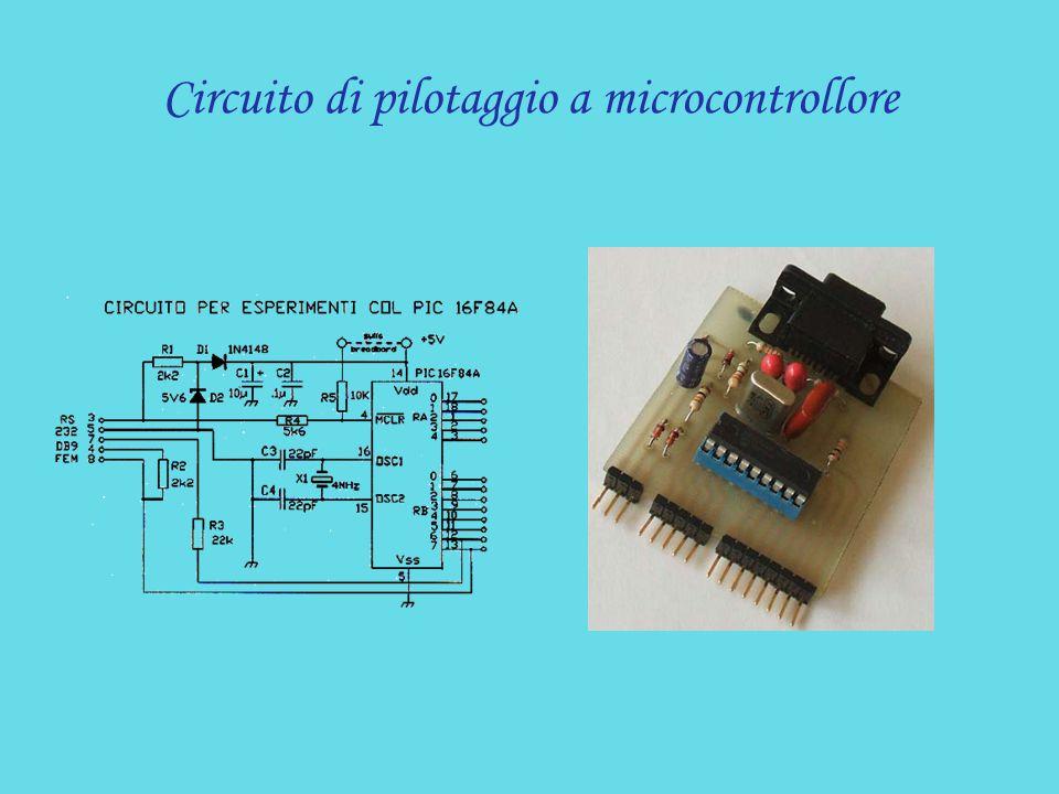 Circuito di pilotaggio a microcontrollore