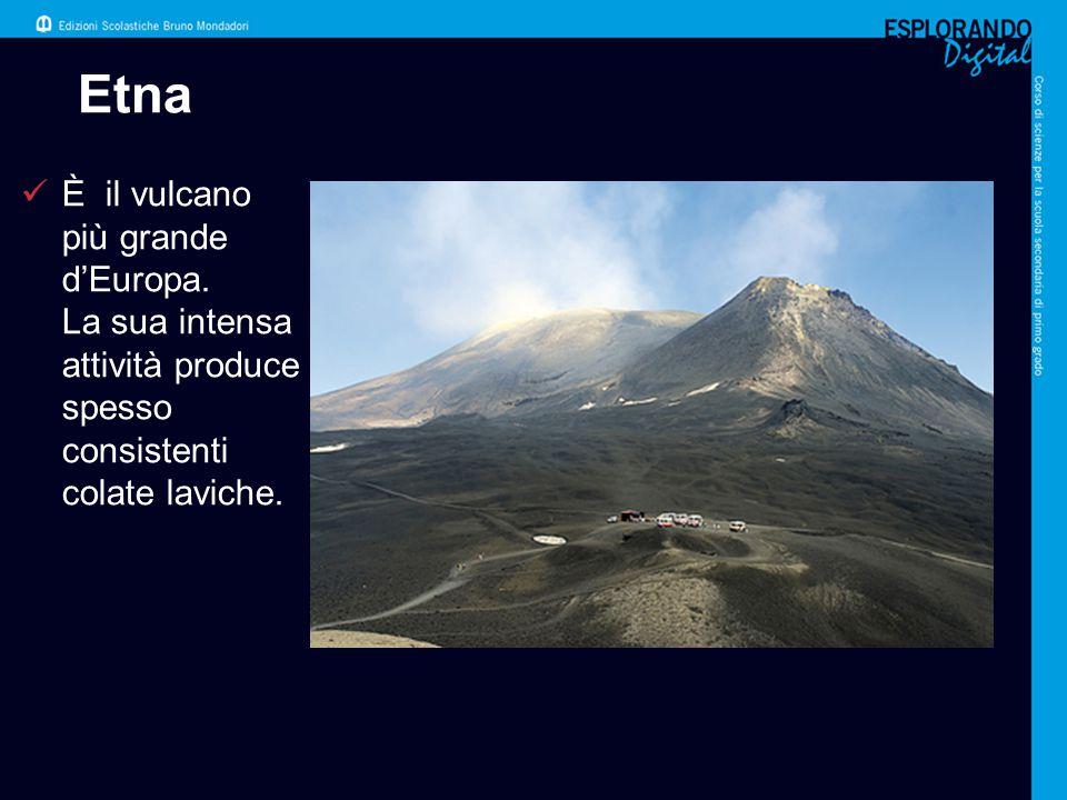 Etna È il vulcano più grande d'Europa. La sua intensa attività produce spesso consistenti colate laviche.