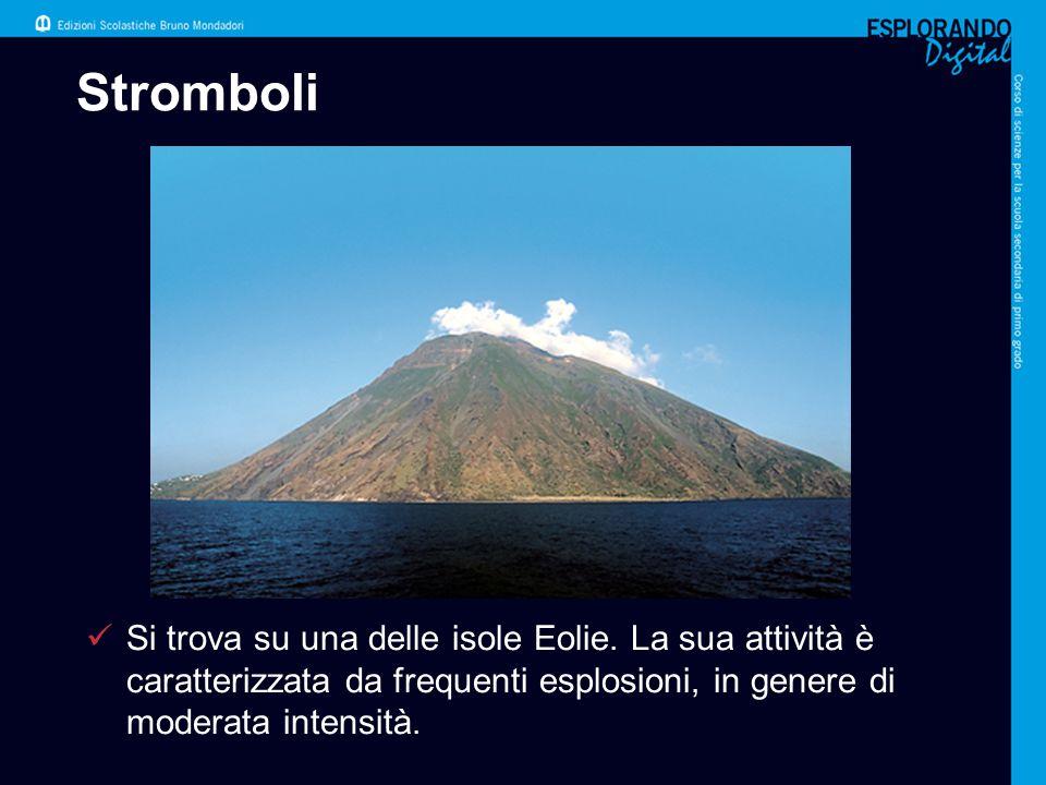 Stromboli Si trova su una delle isole Eolie. La sua attività è caratterizzata da frequenti esplosioni, in genere di moderata intensità.