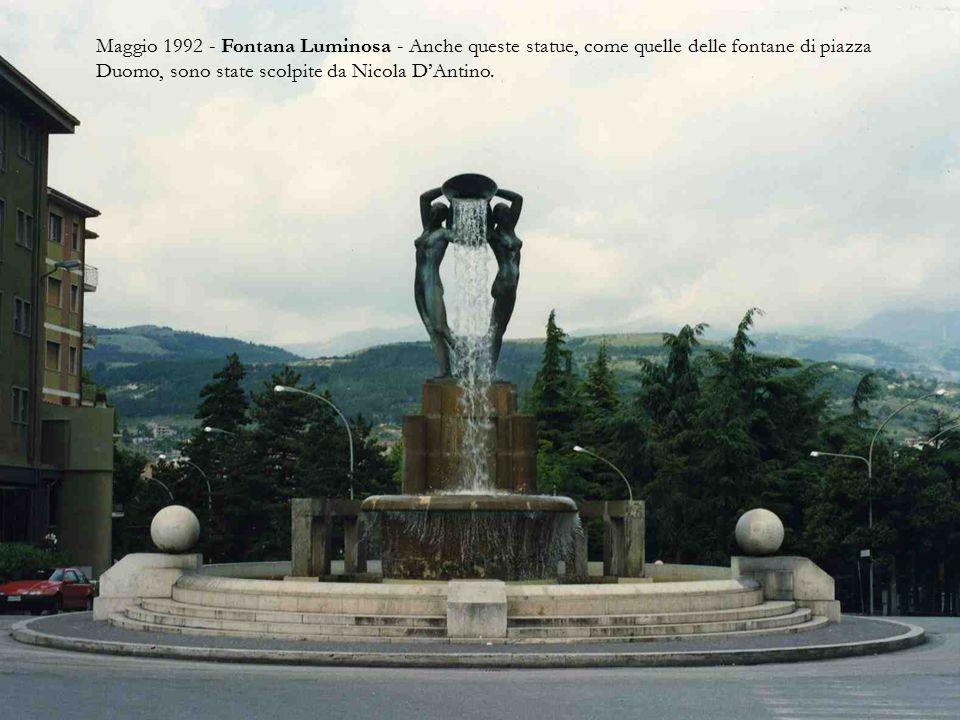 Maggio 1992 - Piazza Duomo - Il duomo, ben visibile in questa foto, è dedicato a s.