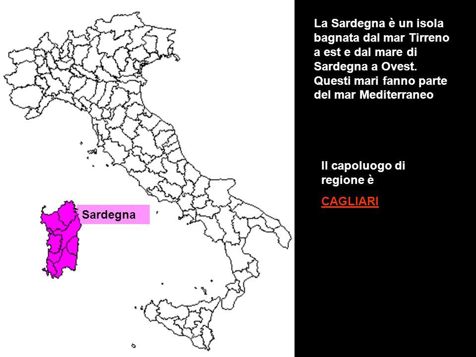 Sardegna La Sardegna è un isola bagnata dal mar Tirreno a est e dal mare di Sardegna a Ovest. Questi mari fanno parte del mar Mediterraneo Il capoluog