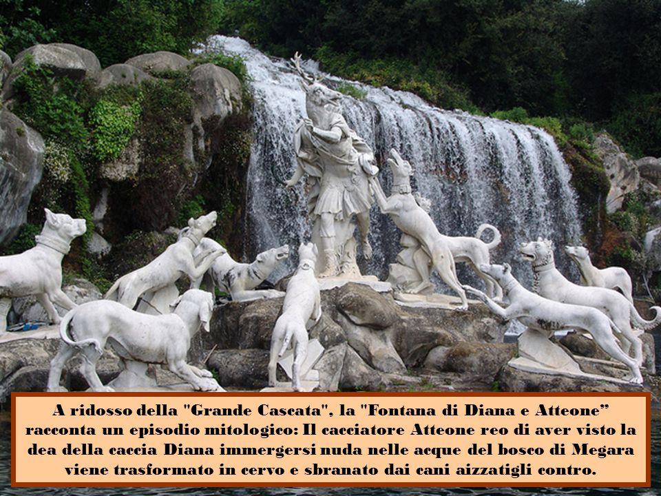 Al suo interno il Parco è un susseguirsi di giardini all'italiana, viali, boschi, vasche, fontane e cascate con fantastici giochi d'acqua ed uno straordinario giardino inglese che custodisce tesori botanici e paesaggistici inestimabili