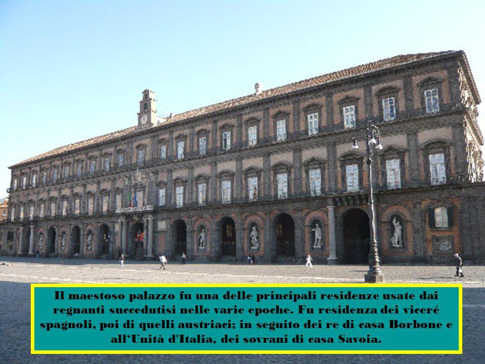 Il maestoso palazzo fu una delle principali residenze usate dai regnanti succedutisi nelle varie epoche.