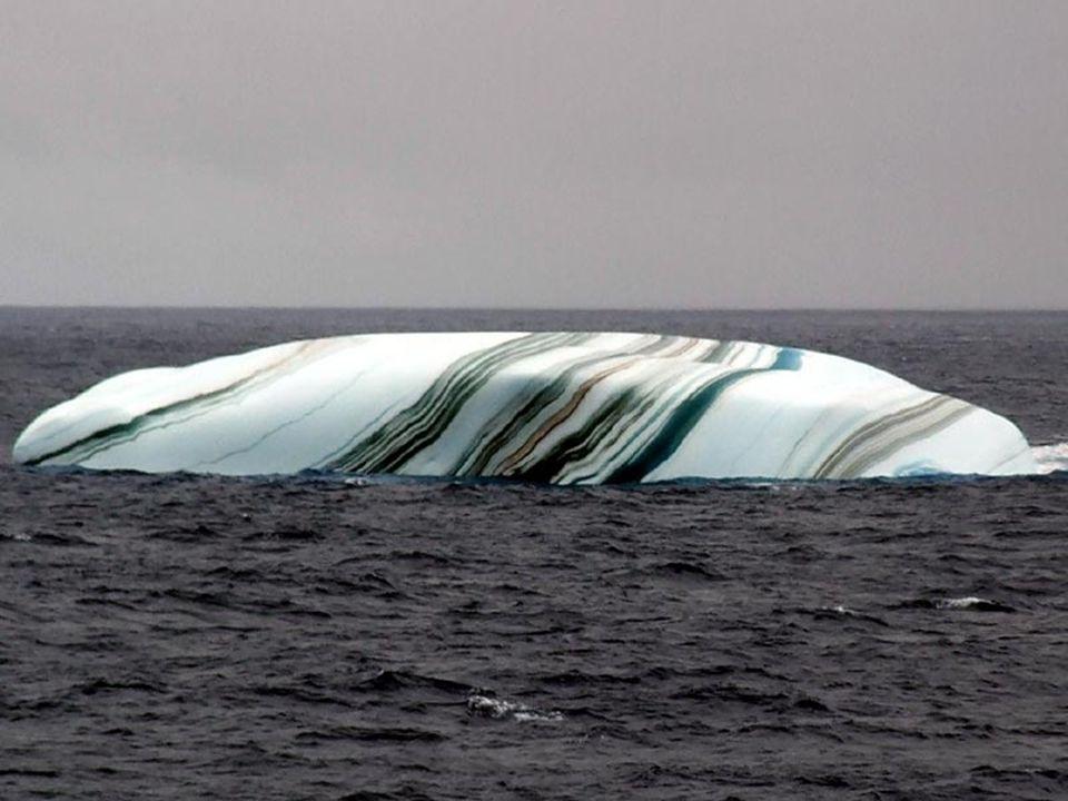 Quando un Iceberg si stacca dalla banchisa, lo strato di acqua di mare sotto la superficie può ghiacciare.