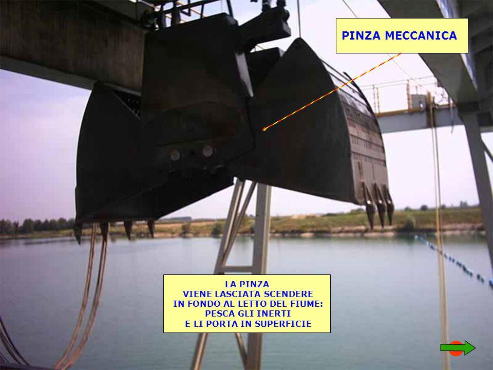 PINZA MECCANICA LA PINZA VIENE LASCIATA SCENDERE IN FONDO AL LETTO DEL FIUME: PESCA GLI INERTI E LI PORTA IN SUPERFICIE