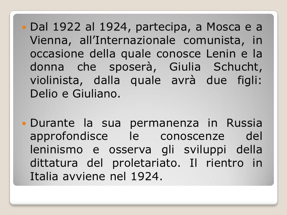 Dal 1922 al 1924, partecipa, a Mosca e a Vienna, all'Internazionale comunista, in occasione della quale conosce Lenin e la donna che sposerà, Giulia S