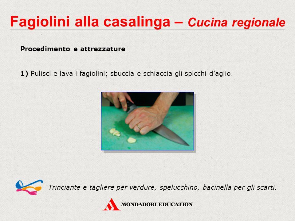 Procedimento e attrezzature 1) Pulisci e lava i fagiolini; sbuccia e schiaccia gli spicchi d'aglio. Trinciante e tagliere per verdure, spelucchino, ba