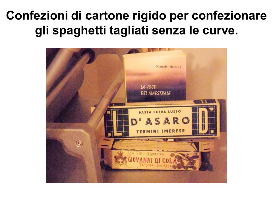 Confezioni di cartone rigido per confezionare gli spaghetti tagliati senza le curve.