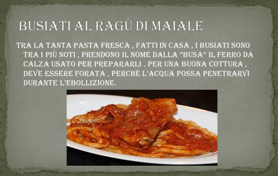 il suo nome deriva dal latino buccellatum ed è un dolce tipico siciliano, si prepara con la pastafrolla, viene lavorato in vari modi soprattutto a for