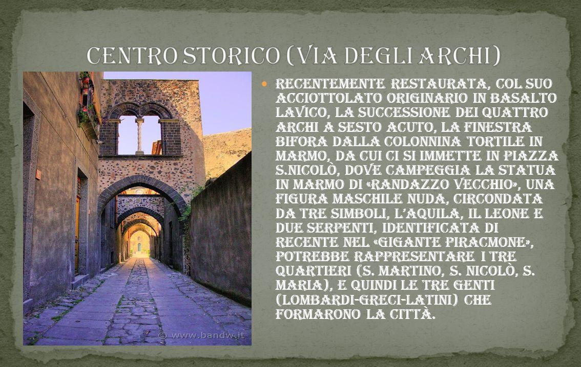 Randazzo e' un comune siciliano di 11.215 abitanti nella provincia di catania, in sicilia. randazzo e' un paese pieno di meraviglie,non solo culturali