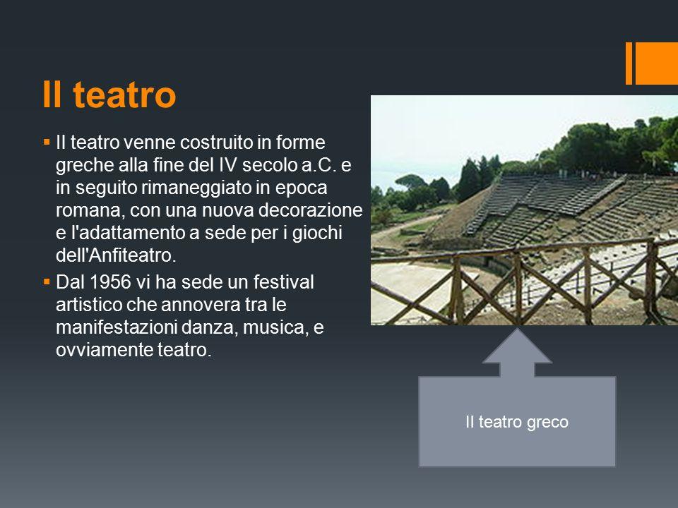 Il teatro  Il teatro venne costruito in forme greche alla fine del IV secolo a.C.