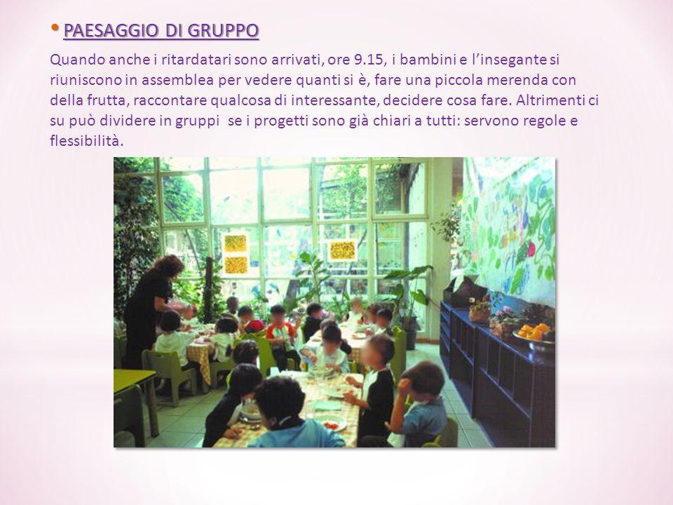 PAESAGGIO DI GRUPPO PAESAGGIO DI GRUPPO Quando anche i ritardatari sono arrivati, ore 9.15, i bambini e l'insegante si riuniscono in assemblea per ved