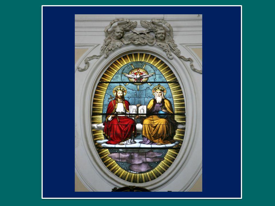 Oggi lodiamo Dio non per un particolare mistero, ma per Lui stesso, «per la sua gloria immensa», come dice l'inno liturgico.