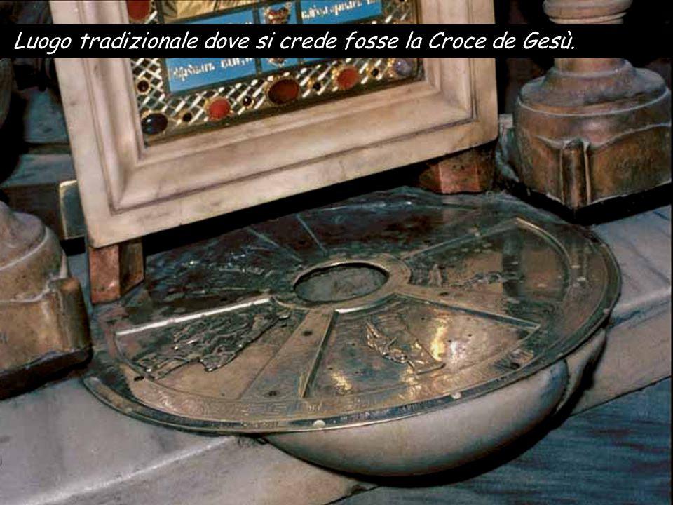 Altare della Crocifissione nella Basilica del Santo Sepolcro Gesù, dando un forte grido, spirò.