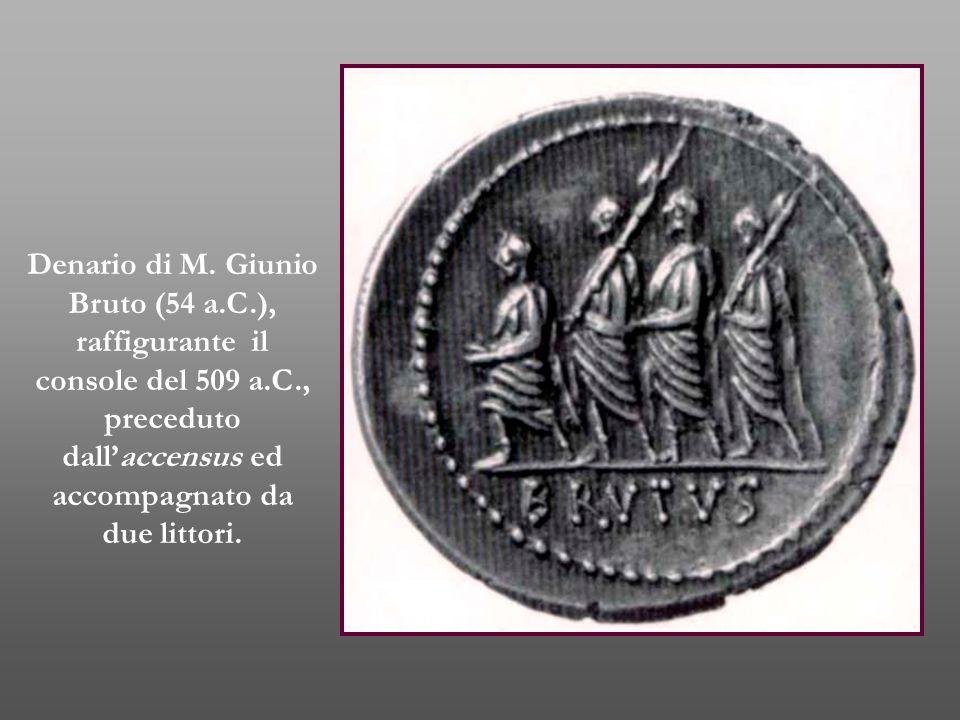 Denario di M. Giunio Bruto (54 a.C.), raffigurante il console del 509 a.C., preceduto dall'accensus ed accompagnato da due littori.