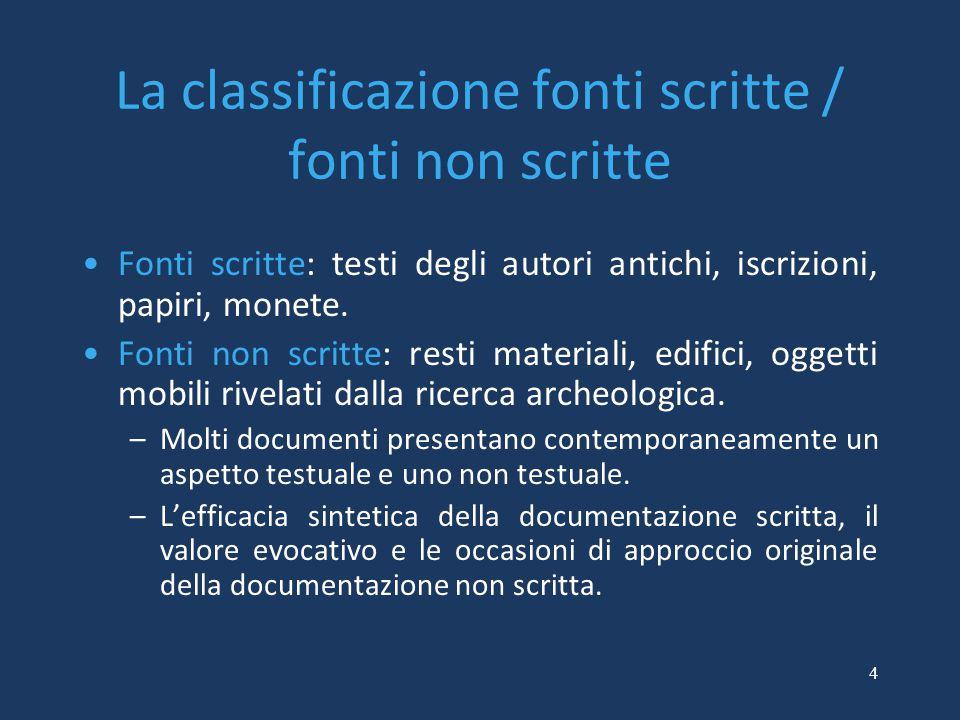 4 La classificazione fonti scritte / fonti non scritte Fonti scritte: testi degli autori antichi, iscrizioni, papiri, monete.