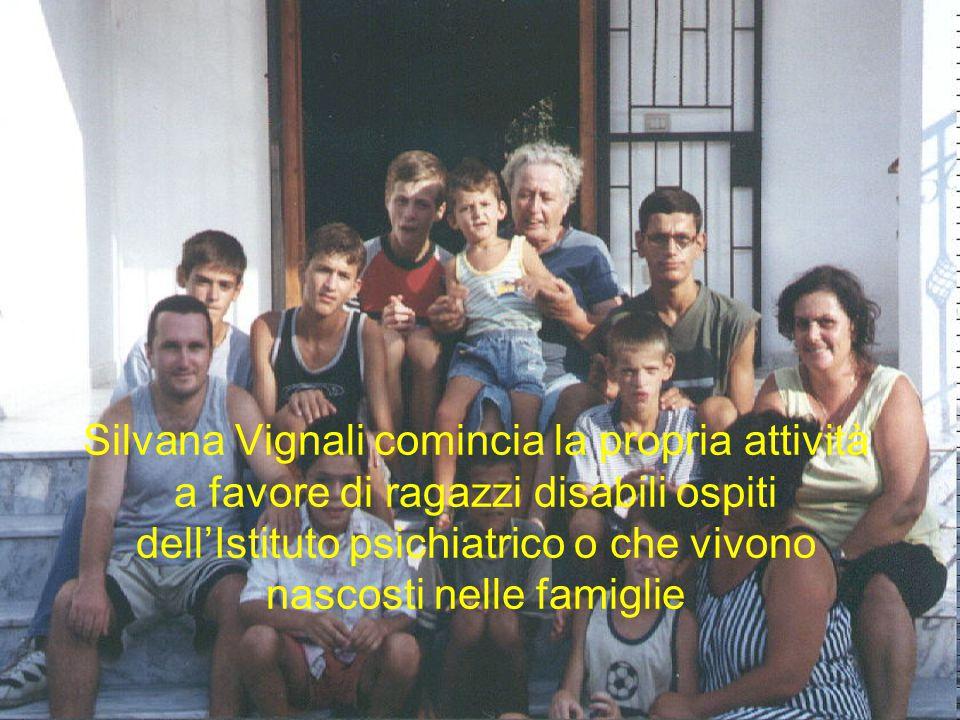 Silvana Vignali comincia la propria attività a favore di ragazzi disabili ospiti dell'Istituto psichiatrico o che vivono nascosti nelle famiglie