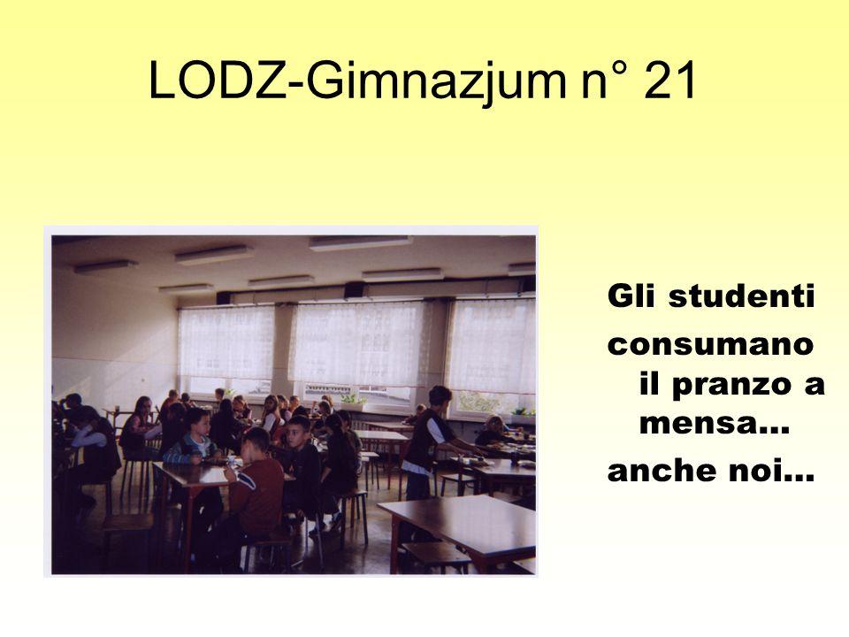 LODZ-Gimnazjum n° 21 Gli studenti consumano il pranzo a mensa… anche noi…