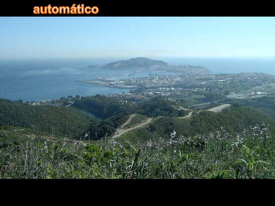 Ceuta è una città autonoma spagnola situata nel Nord Africa, circondata dal Marocco, situata sulla costa del mar Mediterraneo vicino allo stretto di Gibilterra.