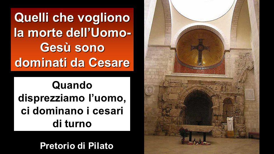 Da quel momento Pilato cercava di metterlo in libertà. Ma i Giudei gridarono: «Se liberi costui, non sei amico di Cesare! Chiunque si fa re si mette c