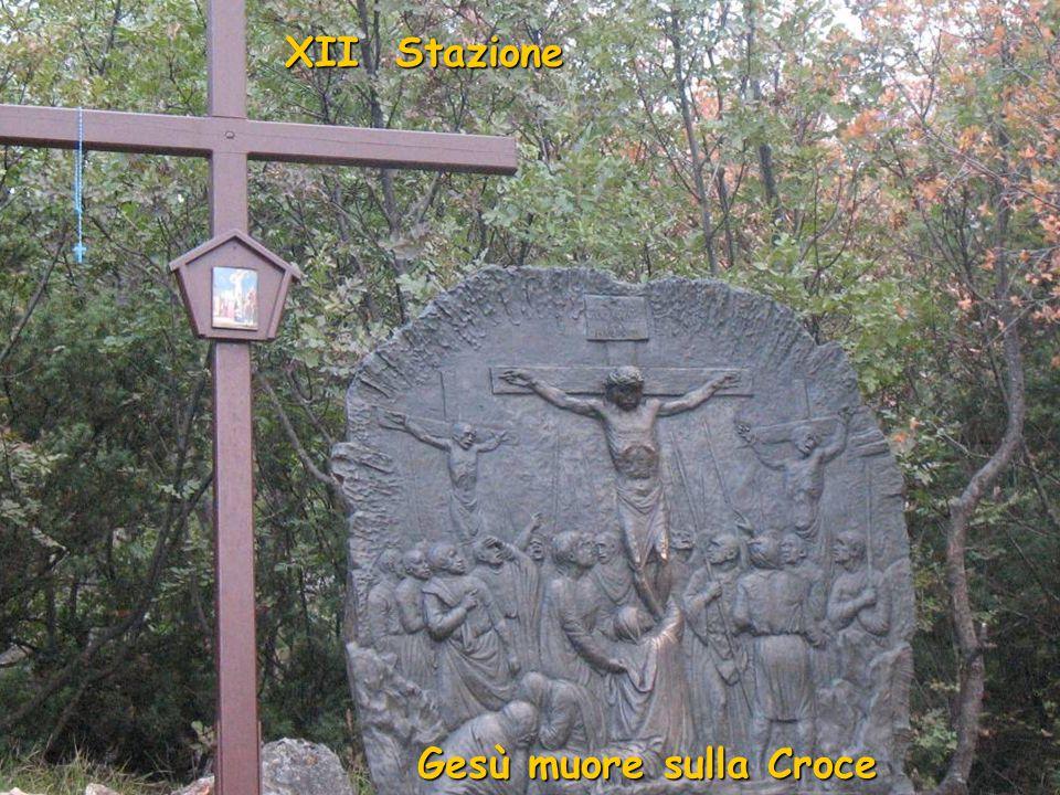 XI Stazione Gesù è inchiodato sulla Croce