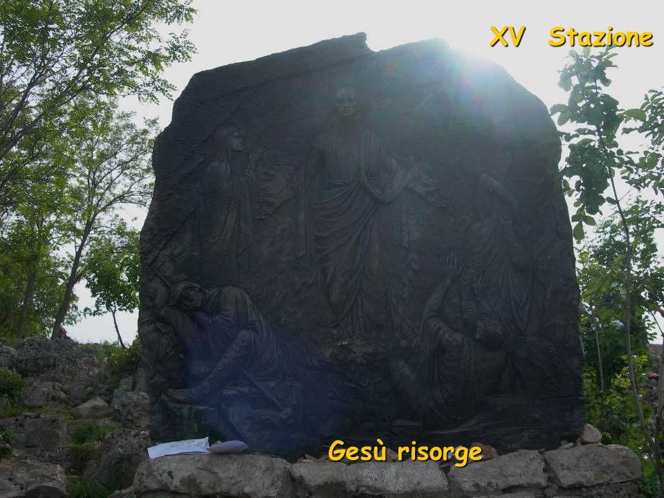 XIV Stazione Gesù è deposto nel sepolcro