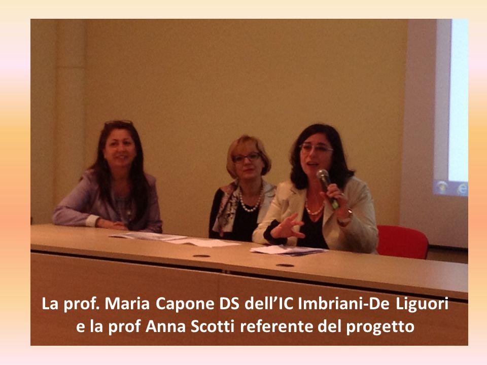 La prof. Maria Capone DS dell'IC Imbriani-De Liguori e la prof Anna Scotti referente del progetto