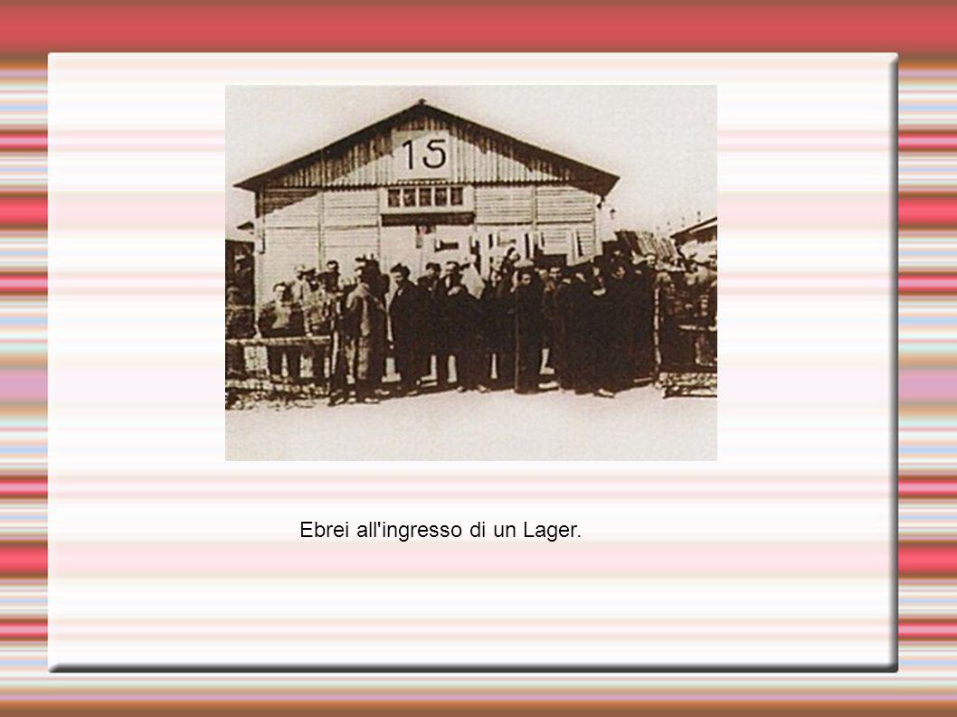 Ebrei all'ingresso di un Lager.