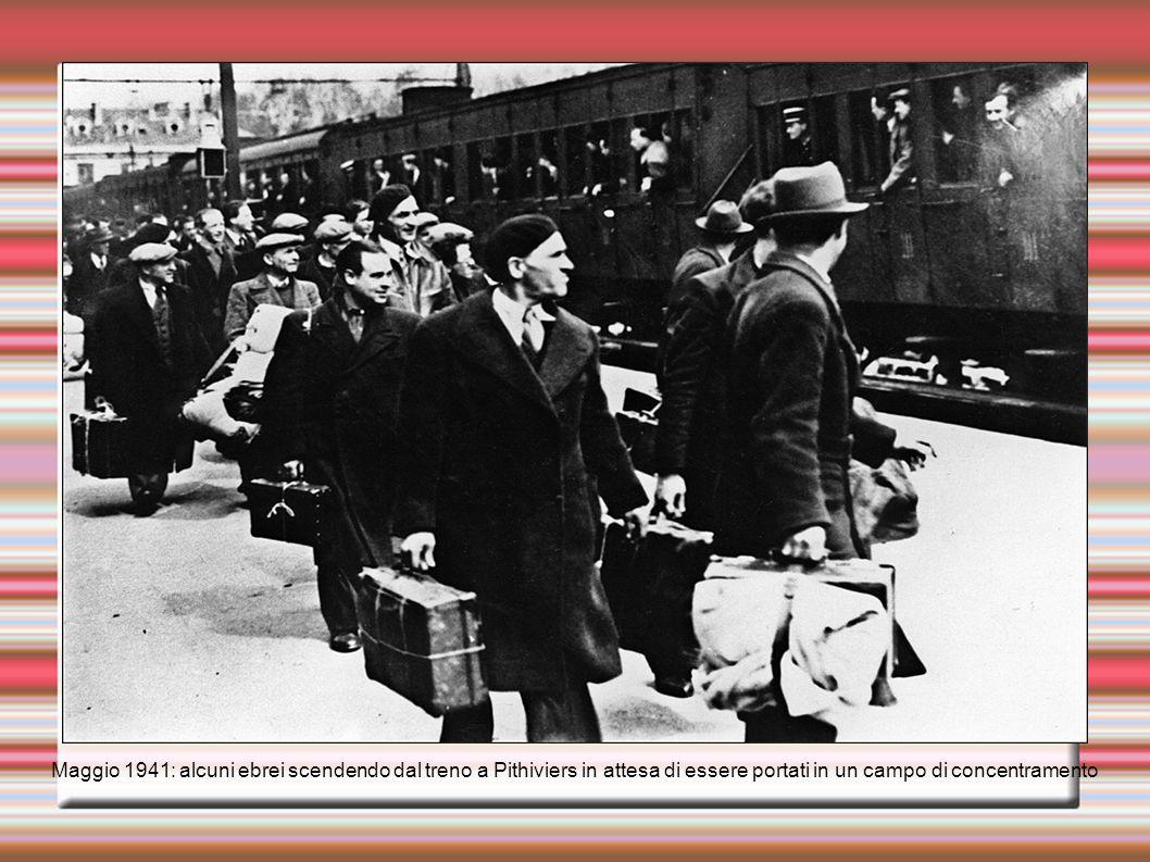 Alcuni ebrei imprigionati in un campo di concentramento vicino a Parigi, 1940