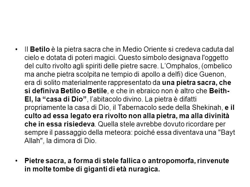 Il Betilo è la pietra sacra che in Medio Oriente si credeva caduta dal cielo e dotata di poteri magici.