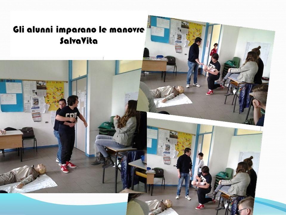 Gli alunni imparano le manovre SalvaVita