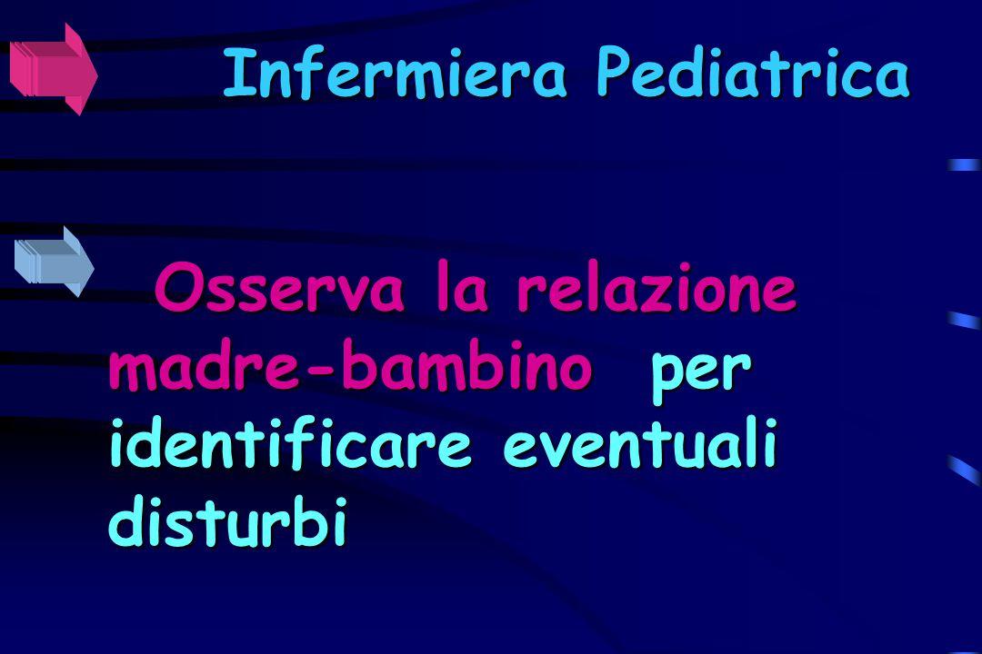 Infermiera Pediatrica Osserva la relazione madre-bambino madre-bambino per identificare eventuali disturbi