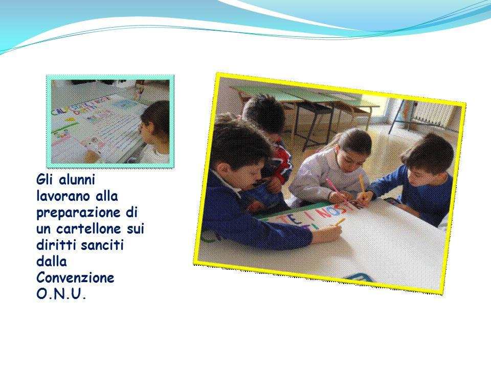 … alla realizzazione di un cartellone contenente i lavori degli alunni.