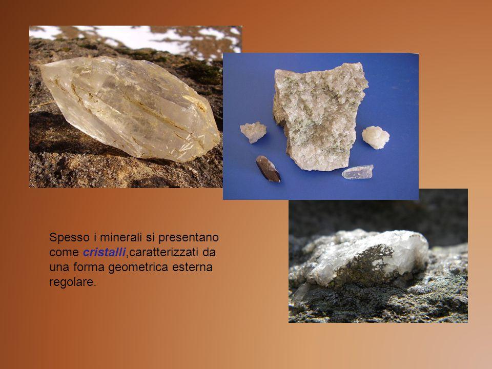 Spesso i minerali si presentano come cristalli,caratterizzati da una forma geometrica esterna regolare.