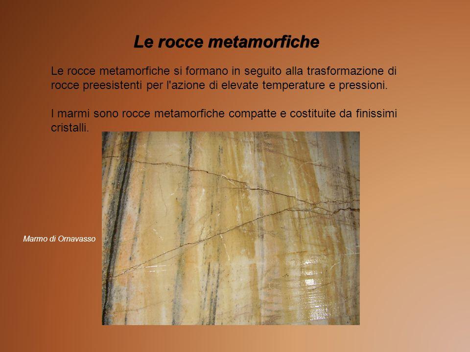 Le rocce metamorfiche Le rocce metamorfiche si formano in seguito alla trasformazione di rocce preesistenti per l azione di elevate temperature e pressioni.