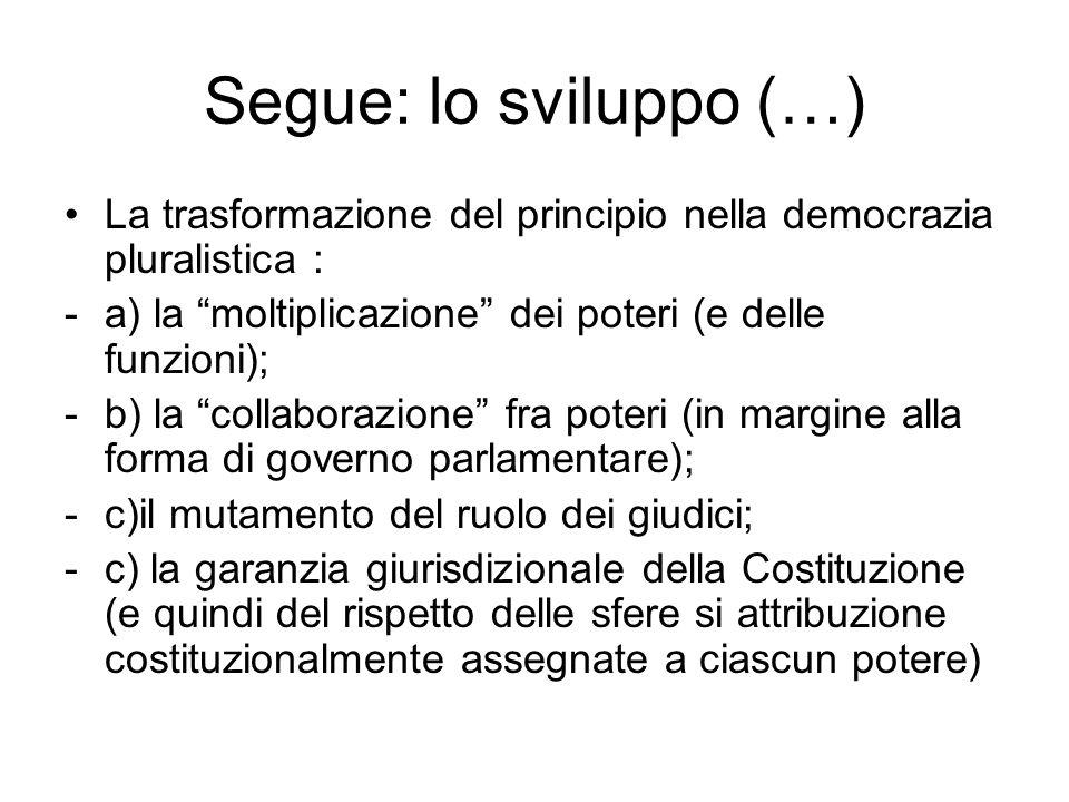 """Segue: lo sviluppo (…) La trasformazione del principio nella democrazia pluralistica : -a) la """"moltiplicazione"""" dei poteri (e delle funzioni); -b) la"""
