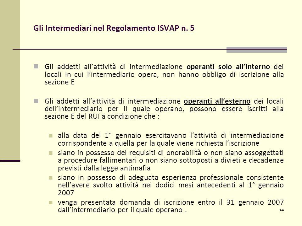 44 Gli Intermediari nel Regolamento ISVAP n. 5 Gli addetti all'attività di intermediazione operanti solo all'interno dei locali in cui l'intermediario
