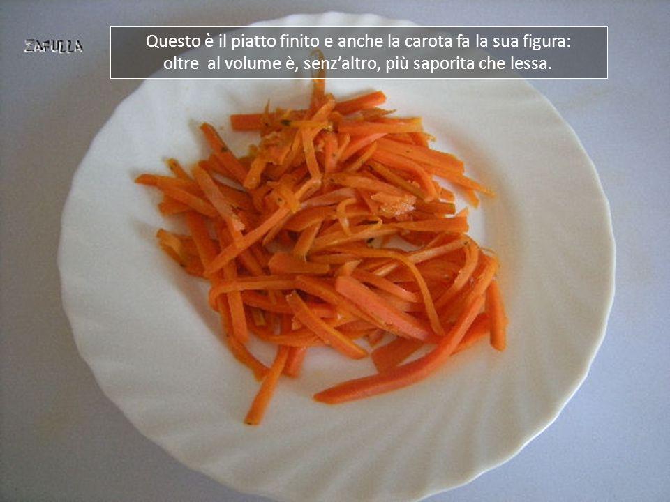 L'acqua è completamente evaporata e la carota è leggermente croccante ma, se la preferite più morbida, aggiungete un'altra cucchiaiata di acqua e continuate la cottura.