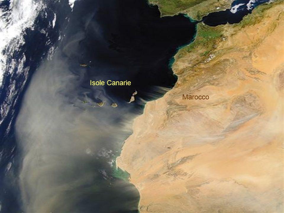 Sud della Penisola Iberica. Una tempesta di sabbia lascia il Nord dell'Africa. Isole Canarie.