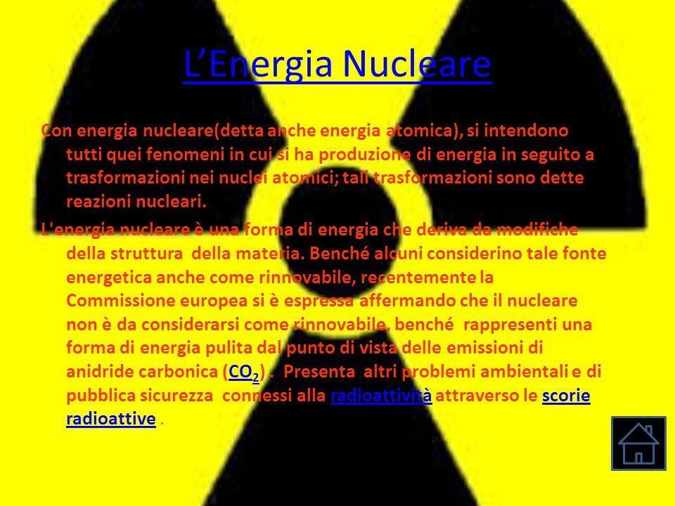 L'Energia Nucleare Con energia nucleare(detta anche energia atomica), si intendono tutti quei fenomeni in cui si ha produzione di energia in seguito a