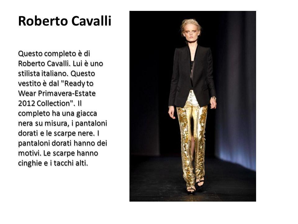 Roberto Cavalli Questo completo è di Roberto Cavalli. Lui è uno stilista italiano. Questo vestito è dal