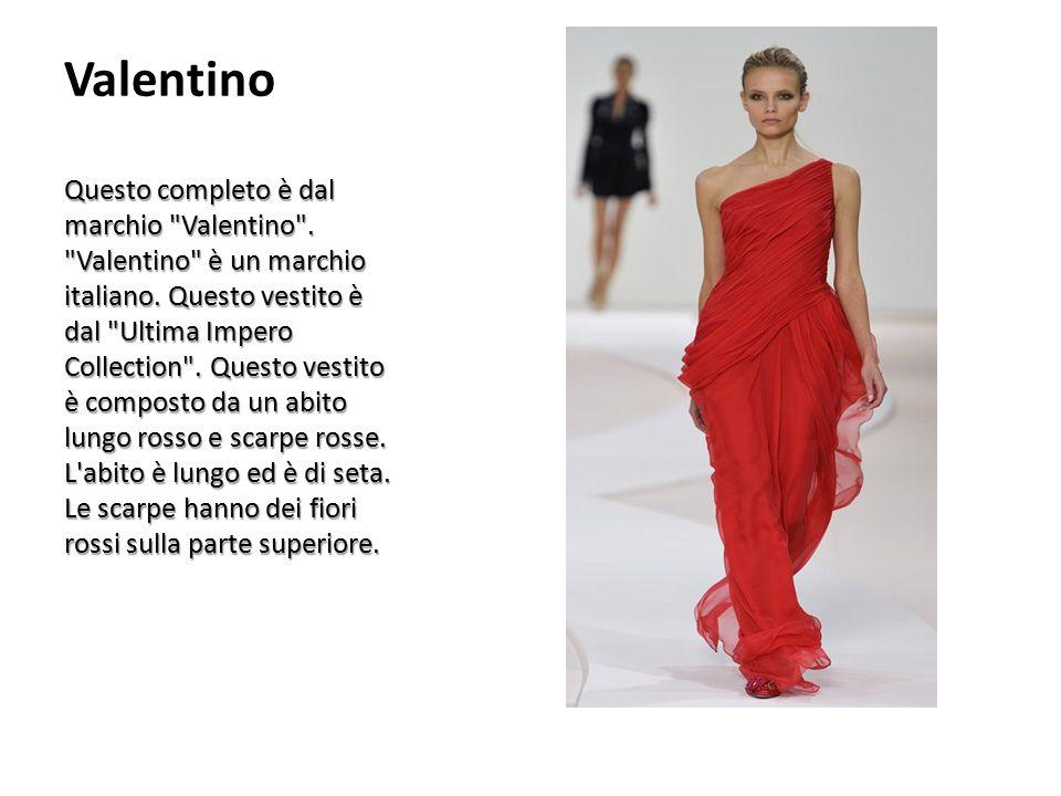 Valentino Questo completo è dal marchio Valentino .