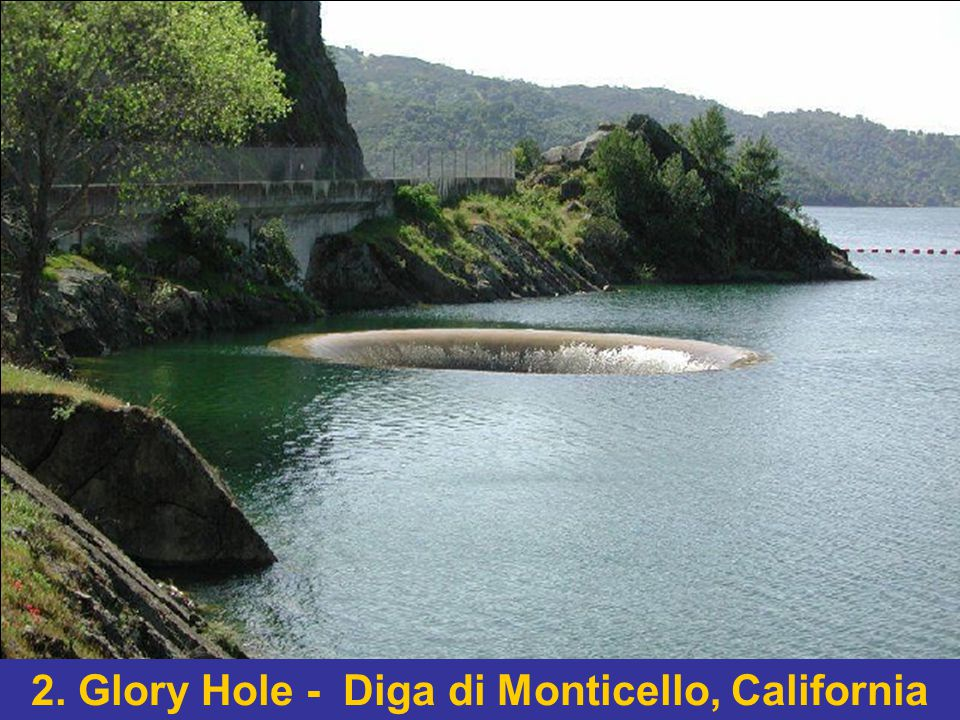 Il Glory Hole viene usato quando il livello della diga raggiunge il punto critico e bisogna far scorrere l acqua fuori dall invaso.