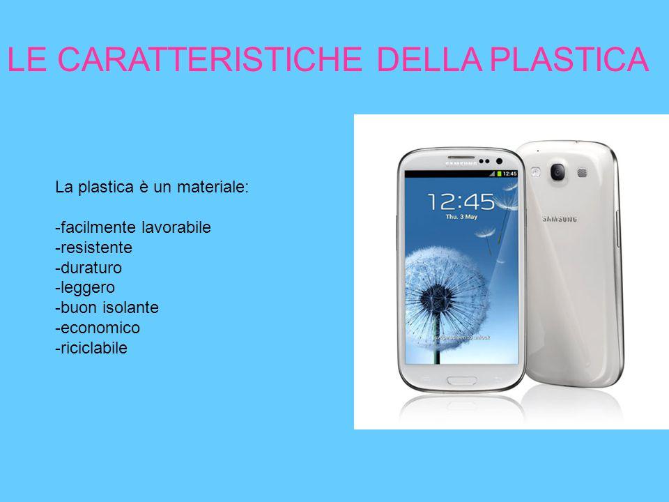 LE CARATTERISTICHE DELLA PLASTICA La plastica è un materiale: -facilmente lavorabile -resistente -duraturo -leggero -buon isolante -economico -ricicla