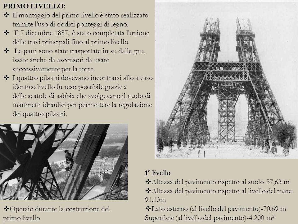 SECONDO LIVELLO:  Dopo la torre fu costruita come un Meccano gigante; tutti i 18 000 pezzi furono disegnati e contati prima di essere accuratamente progettati e realizzati.